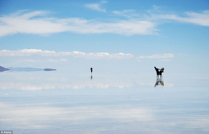 Bolivia salt flats photography 01 The Worlds Biggest Natural Mirror