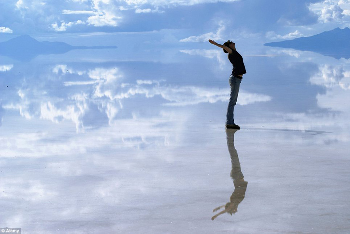 Bolivia salt flats photography 06 The Worlds Biggest Natural Mirror
