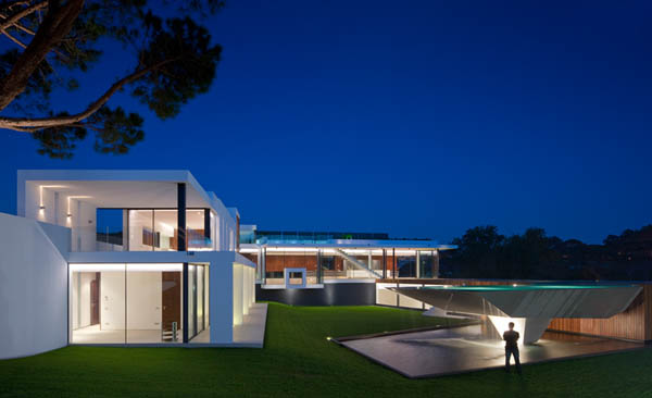 Casa Vale Do Lobo by Arqui+Arquitectura 15 Amazing Infinity Pool