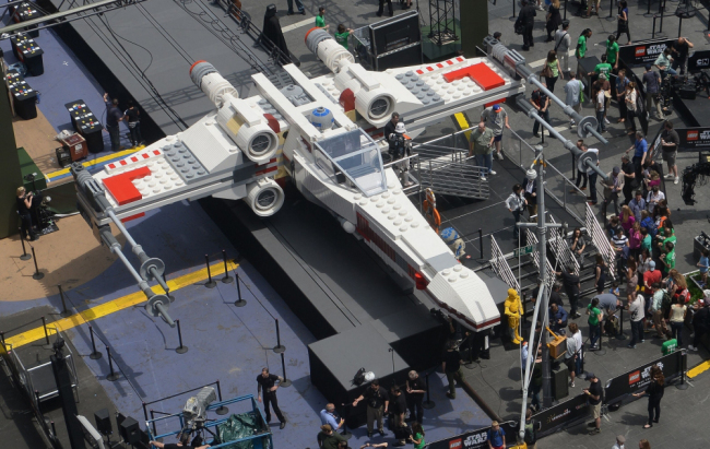 X8 An X Wing in New York